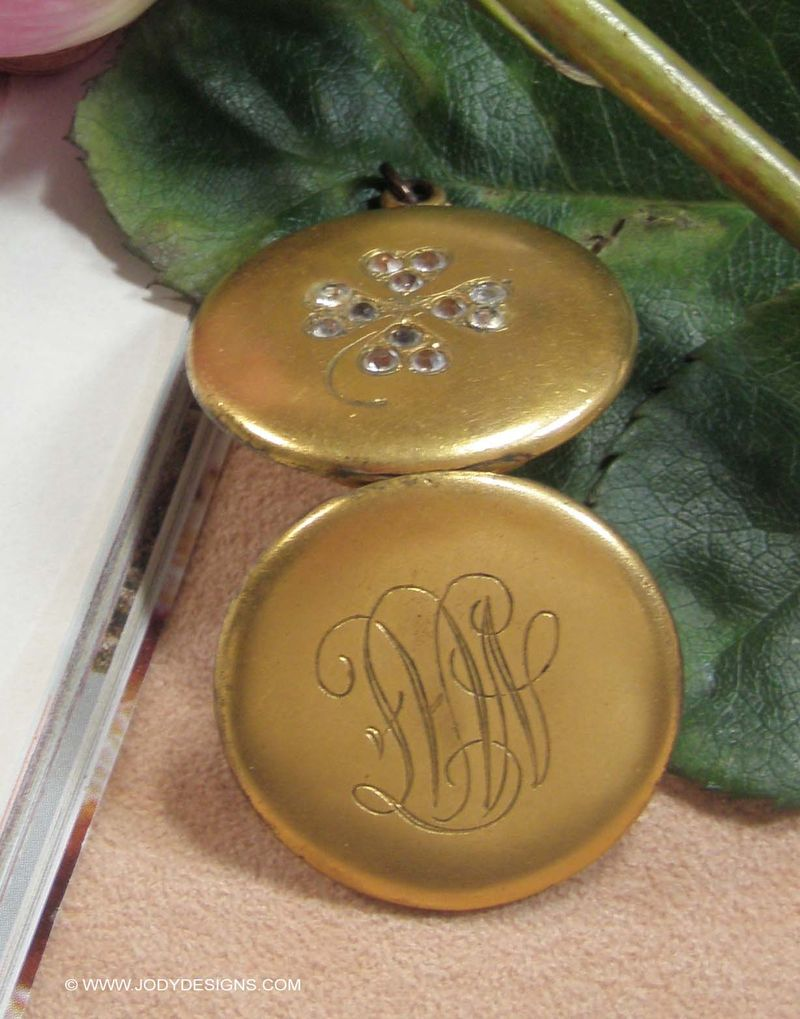 Blog-Gramma Mae's locket opened back side